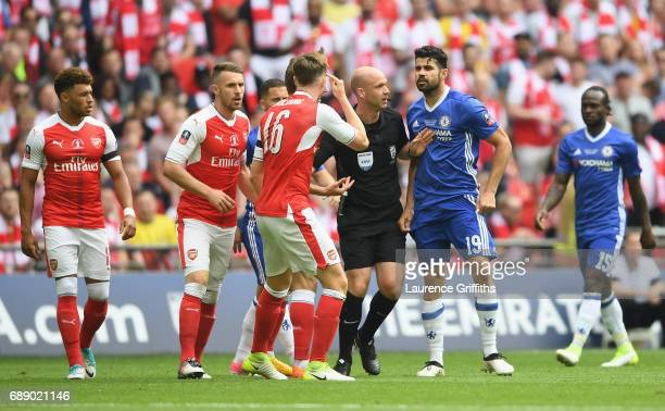 Rob Holding of Arsenal and Diego Costa of Chelsea argue with referee Anthony Taylor during The Emirates FA Cup Final between Arsenal and Chelsea at...