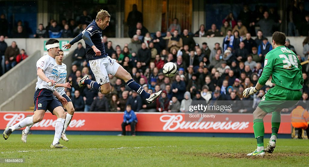 <a gi-track='captionPersonalityLinkClicked' href=/galleries/search?phrase=Rob+Hulse&family=editorial&specificpeople=235387 ng-click='$event.stopPropagation()'>Rob Hulse</a> of Millwall misses a chance during the FA Cup Sixth round match between Millwall and Blackburn Rovers at The Den on March 10, 2013 in London, England.