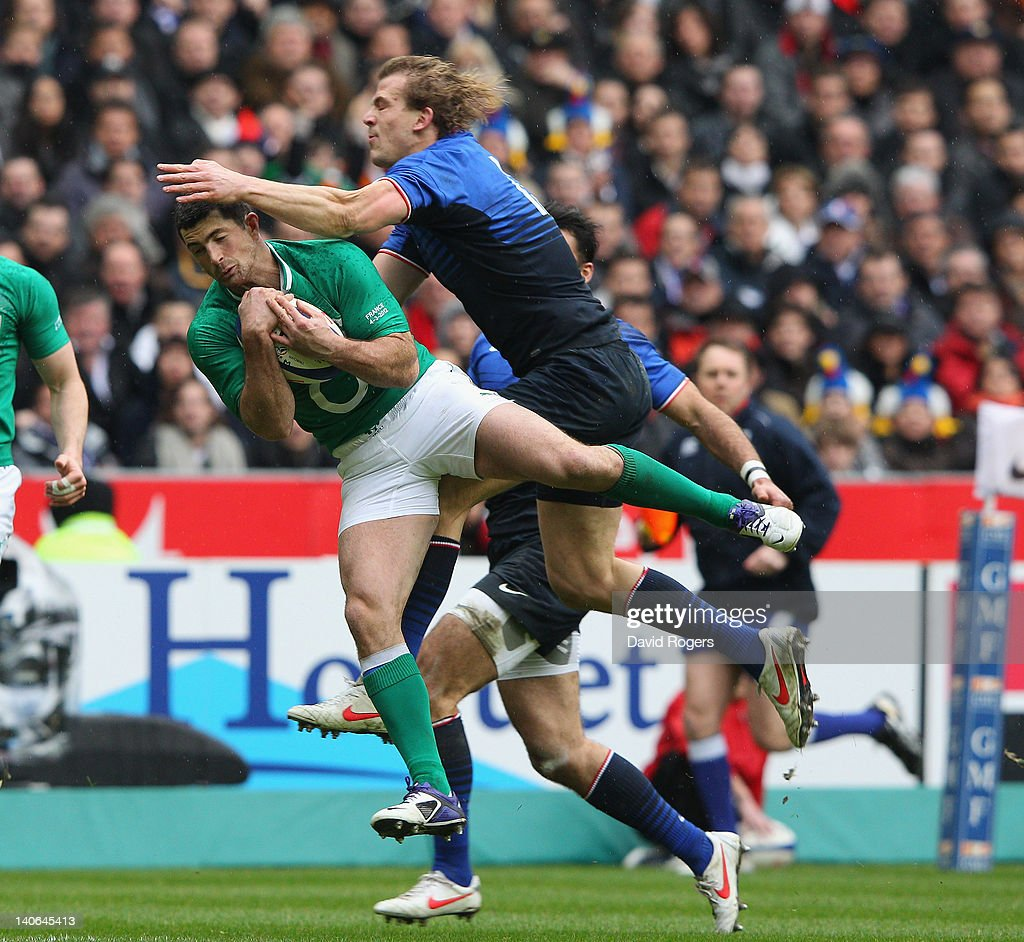 Rob Kearney of Ireland catches the ball as <a gi-track='captionPersonalityLinkClicked' href=/galleries/search?phrase=Aurelien+Rougerie&family=editorial&specificpeople=220239 ng-click='$event.stopPropagation()'>Aurelien Rougerie</a> challenges during the RBS Six Nations match between France and Ireland at Stade de France on March 4, 2012 in Paris, France.