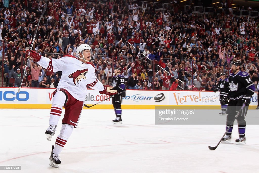 Rob Klinkhammer of the Phoenix Coyotes celebrates after scoring a third period goal against the Los Angeles Kings during the NHL game at Jobingcom...