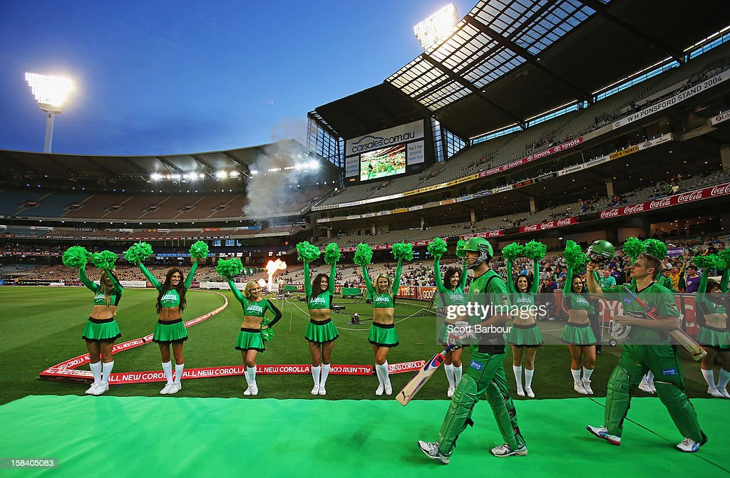 Rob Quiney and Luke Wright of the Stars walk out to bat during the Big Bash League match between the Melbourne Stars and the Hobart Hurricanes at the Melbourne Cricket Ground on December 15, 2012 in Melbourne, Australia.