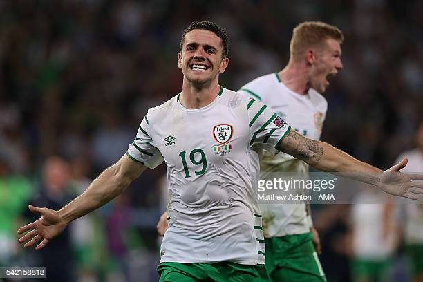 Robbie Brady of Ireland celebrates at the end of the UEFA EURO 2016 Group E match between Italy and Republic of Ireland at Stade PierreMauroy on June...