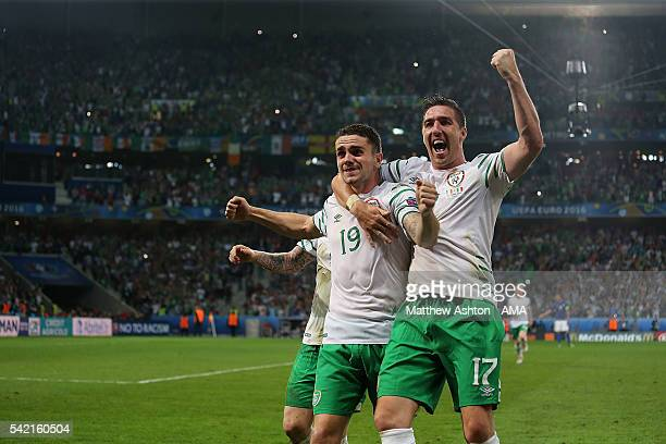 Robbie Brady of Ireland celebrates with teammate Stephen Ward at the end of the UEFA EURO 2016 Group E match between Italy and Republic of Ireland at...