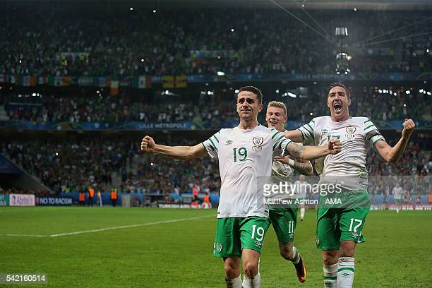 Robbie Brady of Ireland celebrates with teammates James McClean and Stephen Ward at the end of the UEFA EURO 2016 Group E match between Italy and...
