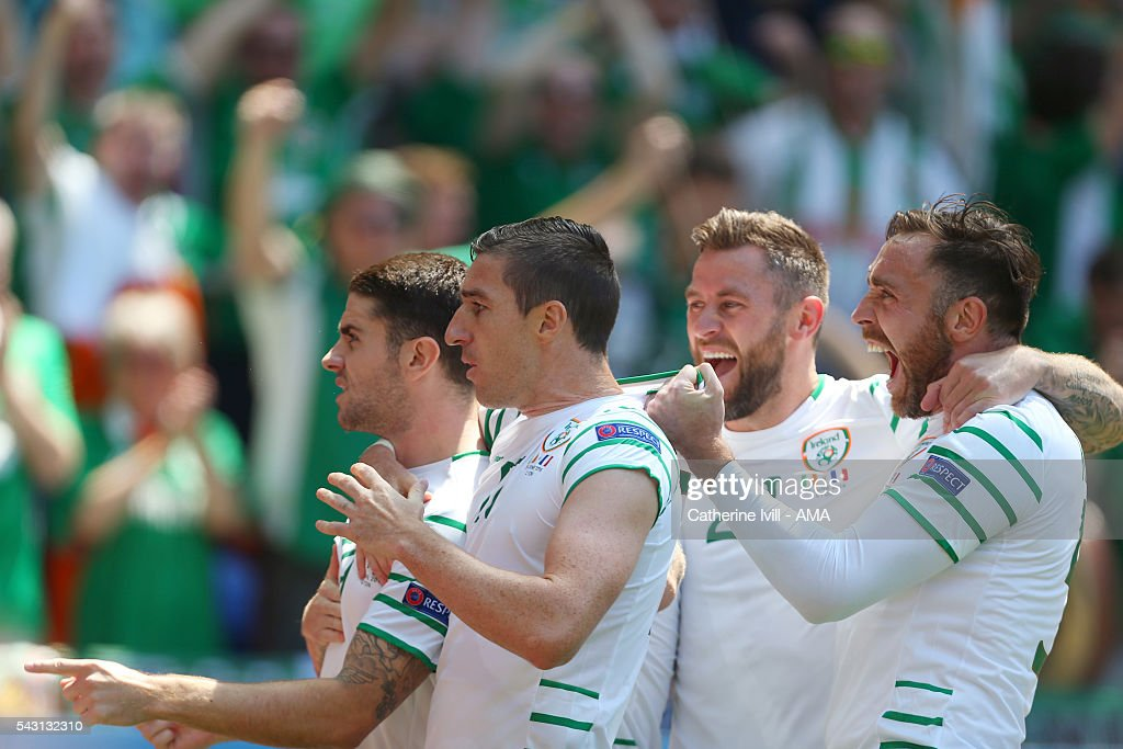 <a gi-track='captionPersonalityLinkClicked' href=/galleries/search?phrase=Robbie+Brady&family=editorial&specificpeople=9028769 ng-click='$event.stopPropagation()'>Robbie Brady</a> of Republic of Ireland celebrates with team mates Stephen Ward, Daryl Murphy and Richard Keogh of Republic of Ireland after he scores to make it 0-1 during the UEFA EURO 2016 Round of 16 match between France and Republic of Ireland at Stade des Lumieres on June 26, 2016 in Lyon, France.