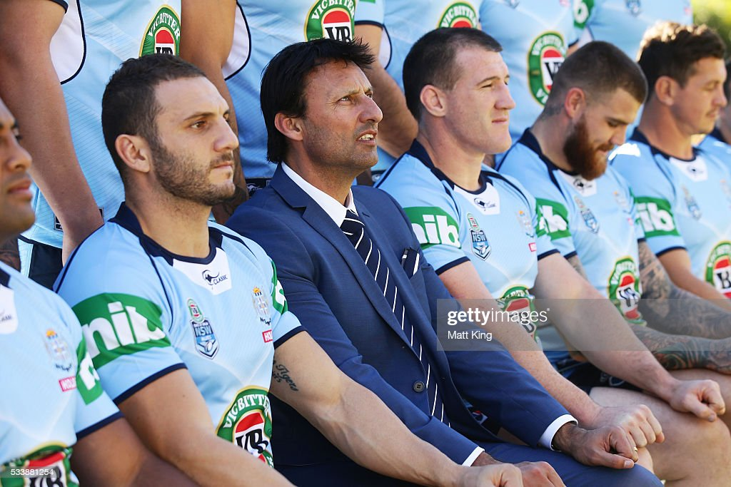 <a gi-track='captionPersonalityLinkClicked' href=/galleries/search?phrase=Robbie+Farah&family=editorial&specificpeople=544364 ng-click='$event.stopPropagation()'>Robbie Farah</a> of the Blues, Blues head coach Laurey Daley and <a gi-track='captionPersonalityLinkClicked' href=/galleries/search?phrase=Paul+Gallen&family=editorial&specificpeople=240584 ng-click='$event.stopPropagation()'>Paul Gallen</a> of the Blues pose during a New South Wales Blues NRL State of Origin team photo session at The Novatel on May 24, 2016 in Coffs Harbour, Australia.