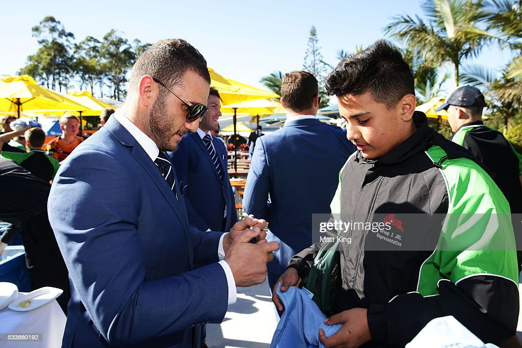<a gi-track='captionPersonalityLinkClicked' href=/galleries/search?phrase=Robbie+Farah&family=editorial&specificpeople=544364 ng-click='$event.stopPropagation()'>Robbie Farah</a> of the Blues signs autographs for young rugby league players during a New South Wales Blues NRL State of Origin Welcome Session at The Big Banana on May 24, 2016 in Coffs Harbour, Australia.