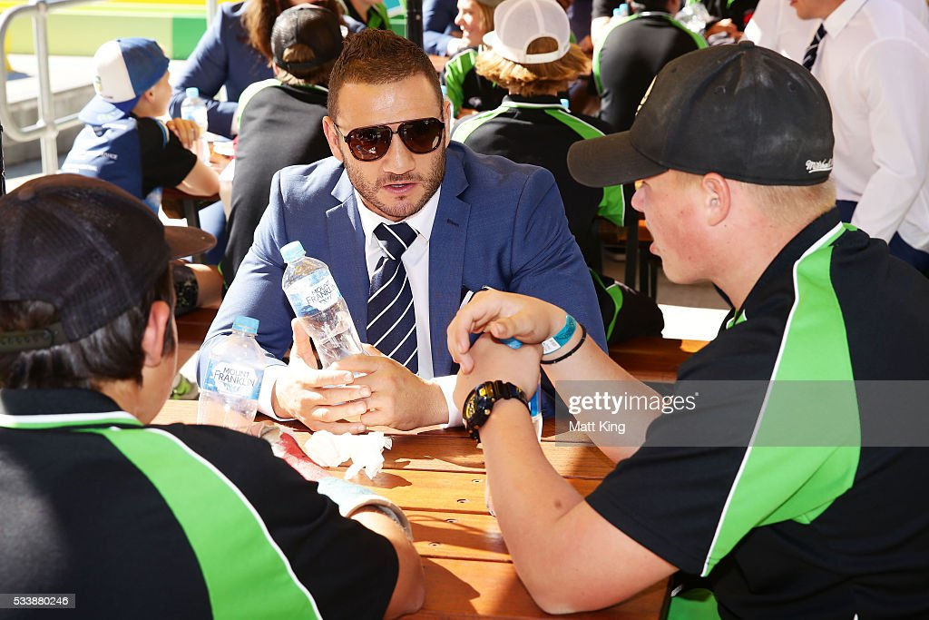 <a gi-track='captionPersonalityLinkClicked' href=/galleries/search?phrase=Robbie+Farah&family=editorial&specificpeople=544364 ng-click='$event.stopPropagation()'>Robbie Farah</a> of the Blues talks and eats lunch with young rugby league players during a New South Wales Blues NRL State of Origin Welcome Session at The Big Banana on May 24, 2016 in Coffs Harbour, Australia.