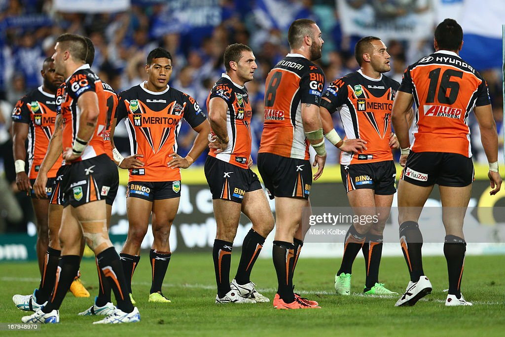 <a gi-track='captionPersonalityLinkClicked' href=/galleries/search?phrase=Robbie+Farah&family=editorial&specificpeople=544364 ng-click='$event.stopPropagation()'>Robbie Farah</a> of the Tigers and his team looks dejected after a Bulldogs try during the round eight NRL match between the Bulldogs and the Wests Tigers at ANZ Stadium on May 3, 2013 in Sydney, Australia.
