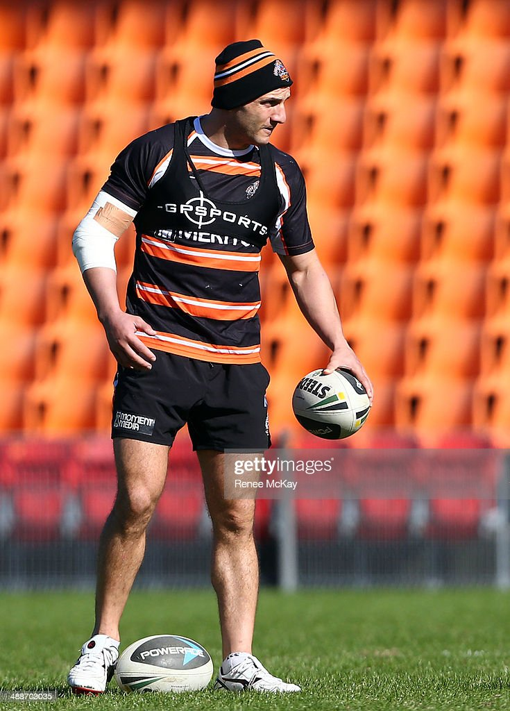 Robbie Farah warms up during a Wests Tigers NRL training session at Concord Oval on May 8, 2014 in Sydney, Australia.