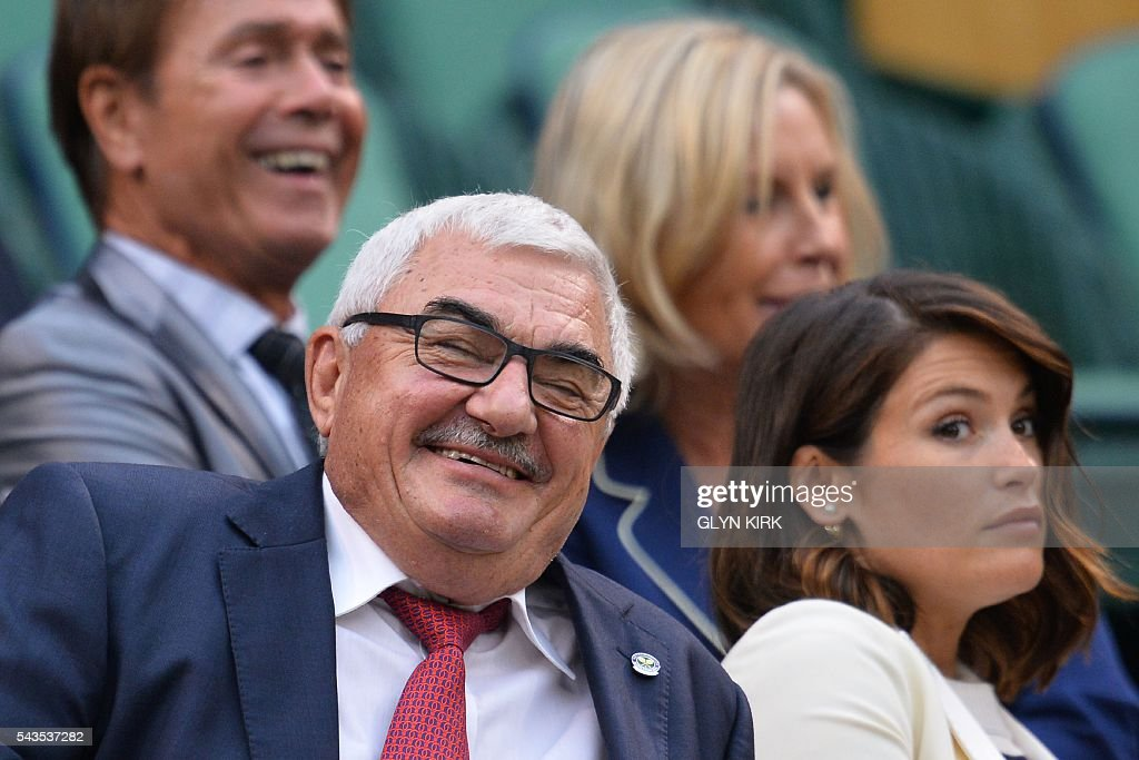 Robbie Federer (L), father of Switzerland's Roger Federer, sits in the royal box to watch Poland's Agnieszka Radwanska play against Ukraine's Kateryna Kozlova during their women's singles first round match on the third day of the 2016 Wimbledon Championships at The All England Lawn Tennis Club in Wimbledon, southwest London, on June 29, 2016. / AFP / GLYN