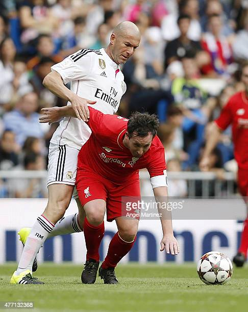 Robbie Fowler of Liverpool Legends is challenged by Zinedine Zidane of Real Madrid Leyendas during the Corazon Classic charity match between Real...