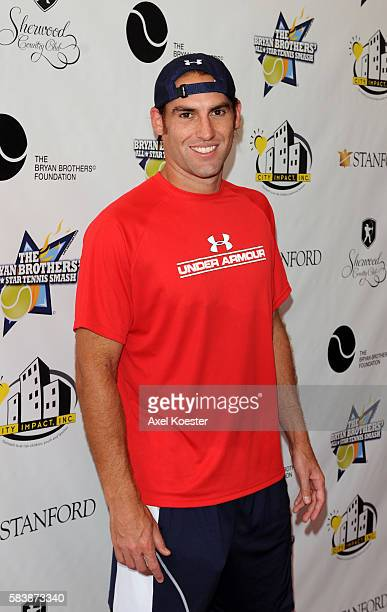 Robbie Ginepri arrives to the Bryan Brothers' AllStar Tennis Smash benefiting local and national charities at the Sherwood Country Club in Thousand...