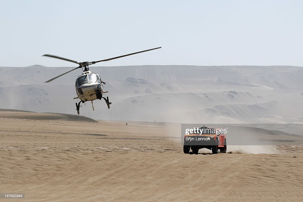 Robbie Gordon of the USA drives his Hummer on stage thirteen of the 2012 Dakar Rally from Nasca to Pisco on January 14, 2012 in Pisco, Peru.