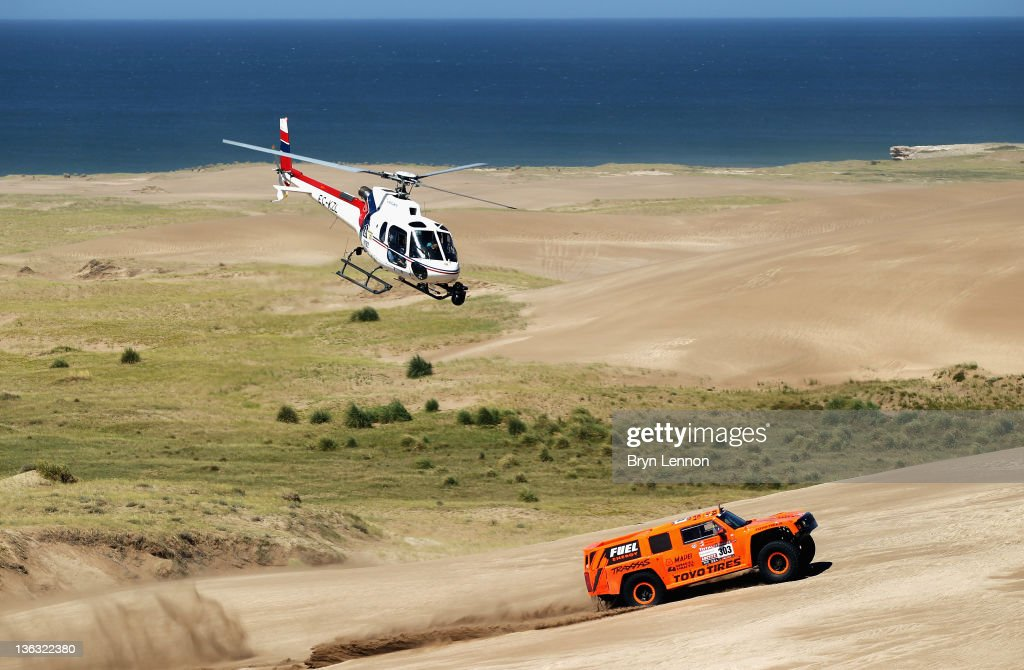 Robbie Gordon of the USA drives his Hummer through the sand dunes on stage one of the 2012 Dakar Rally from Mar Del Plata to Santa Rosa de la Pampa on January 1, 2012 in Santa Rosa de la Pampa, Argentina.