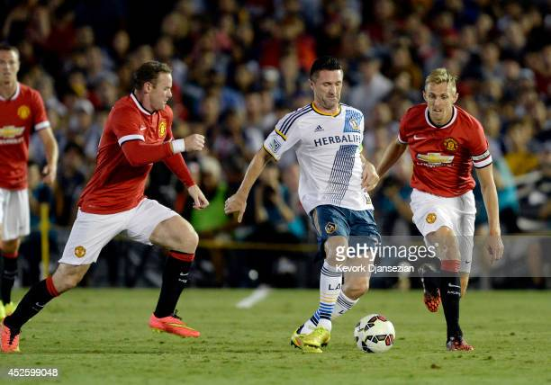 Robbie Kean of Los Angeles Galaxy under pressure from Wayne Rooney and Darren Fletcher of Manchester United during the preseason friendly match...