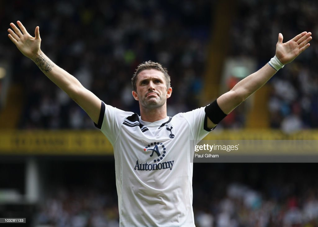 <a gi-track='captionPersonalityLinkClicked' href=/galleries/search?phrase=Robbie+Keane&family=editorial&specificpeople=171824 ng-click='$event.stopPropagation()'>Robbie Keane</a> of Tottenham Hotspur celebrates scoring his second and Tottenham's third goal during the pre-season friendly match between Tottenham Hotspur and Fiorentina at White Hart Lane on August 7, 2010 in London, England.