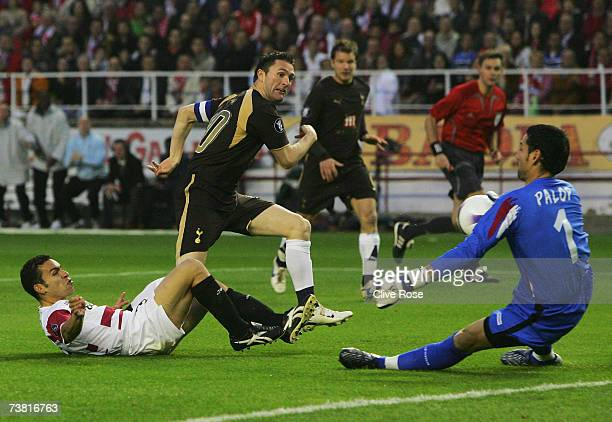 Robbie Keane of Tottenham takes the ball around Sevilla goalkeeper Andres Palop Cervera to score during their UEFA Cup quarter final match between...