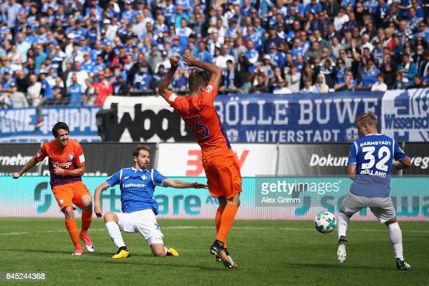 Robbie Kruse of Bochum scores his team's second goal during the Second Bundesliga match between SV Darmstadt 98 and VfL Bochum 1848 at MerckStadion...