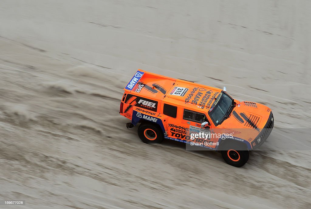 Robby Gordon and co-driver Kellon Walch of team Hummer compete in stage 11 from La Rioja to Fiambala during the 2013 Dakar Rally on January 16 in La Rioja, Argentina.