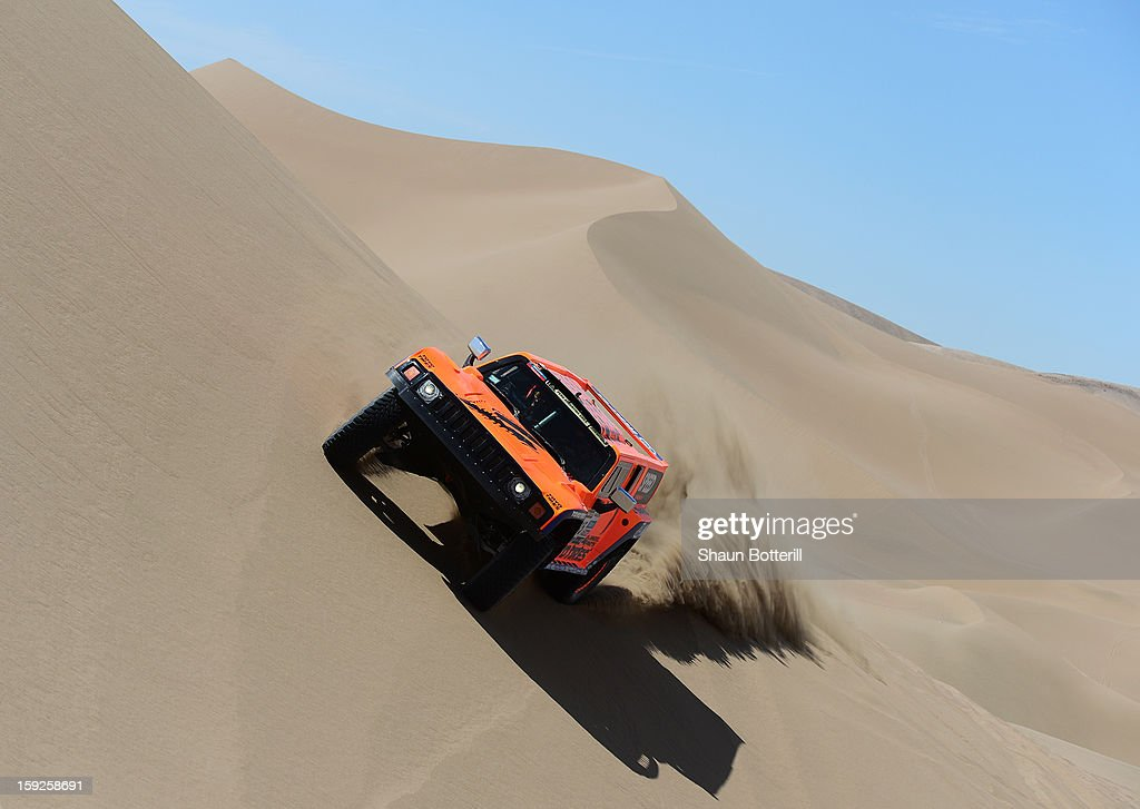 <a gi-track='captionPersonalityLinkClicked' href=/galleries/search?phrase=Robby+Gordon&family=editorial&specificpeople=165241 ng-click='$event.stopPropagation()'>Robby Gordon</a> and co-driver Kellon Walch of team Hummer compete in stage 6 from Arica to Calama during the 2013 Dakar Rally on January 10, 2013 in Arica, Chile.