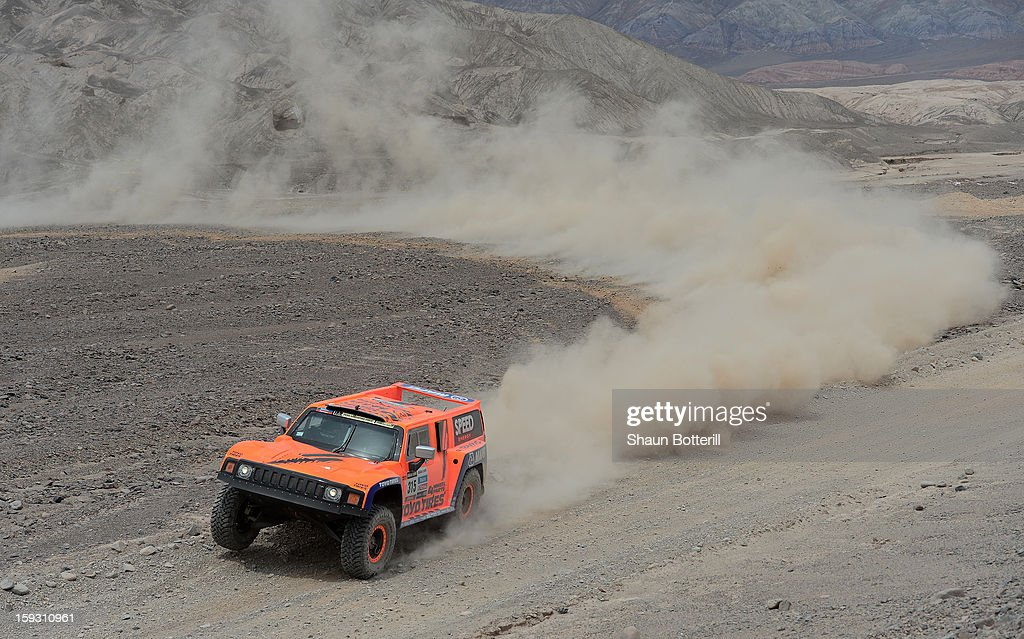 Robby Gordon and co-driver Kellon Walch of team Hummer compete in stage 6 from Arica to Calama during the 2013 Dakar Rally on January 10, 2013 in Arica, Chile.