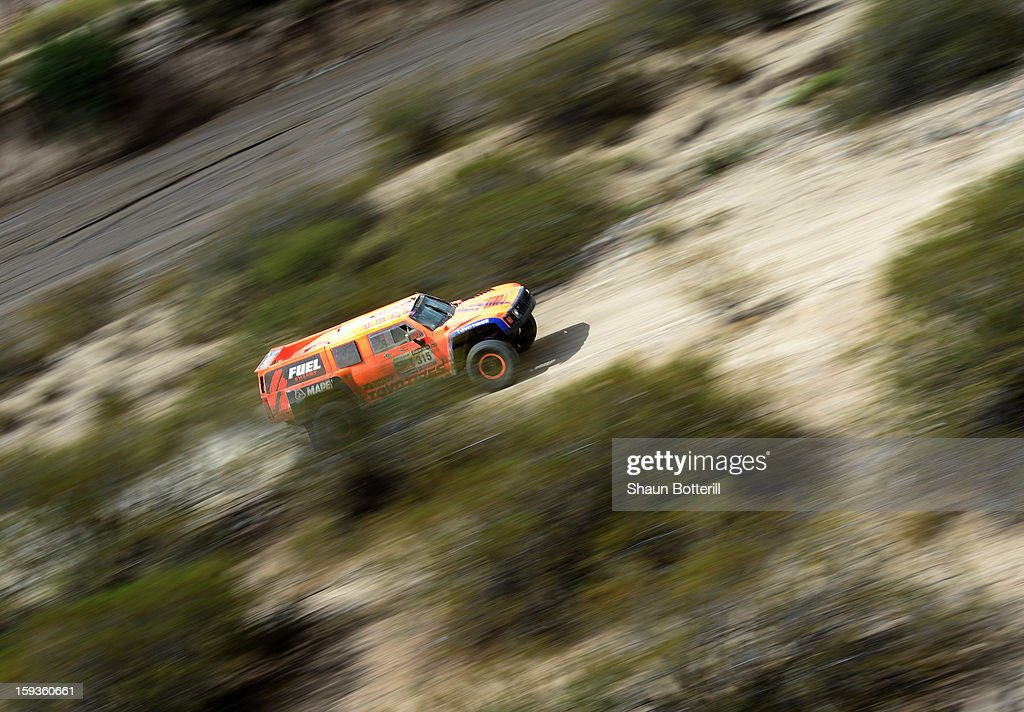 <a gi-track='captionPersonalityLinkClicked' href=/galleries/search?phrase=Robby+Gordon&family=editorial&specificpeople=165241 ng-click='$event.stopPropagation()'>Robby Gordon</a> and co-driver Kellon Walch of Team Hummer compete in Stage 8 from Salta to Tucuman during the 2013 Dakar Rally on January 12, 2012 in Salta, Argentina.
