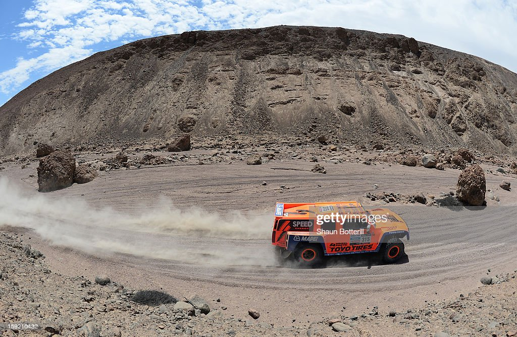 <a gi-track='captionPersonalityLinkClicked' href=/galleries/search?phrase=Robby+Gordon&family=editorial&specificpeople=165241 ng-click='$event.stopPropagation()'>Robby Gordon</a> and co-pilot Gilles Pillot of team Hummer compete in stage 5 from Arequipa to Arica during the 2013 Dakar Rally on January 9, 2013 in Arequipa, Peru.