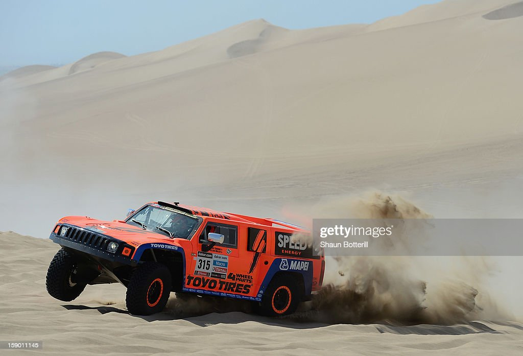 <a gi-track='captionPersonalityLinkClicked' href=/galleries/search?phrase=Robby+Gordon&family=editorial&specificpeople=165241 ng-click='$event.stopPropagation()'>Robby Gordon</a> and co-pilot Kellon Walch of team Hummer compete in the special stage during day one of the of the 2013 Dakar Rally on January 5, 2013 in Pisco, Peru.