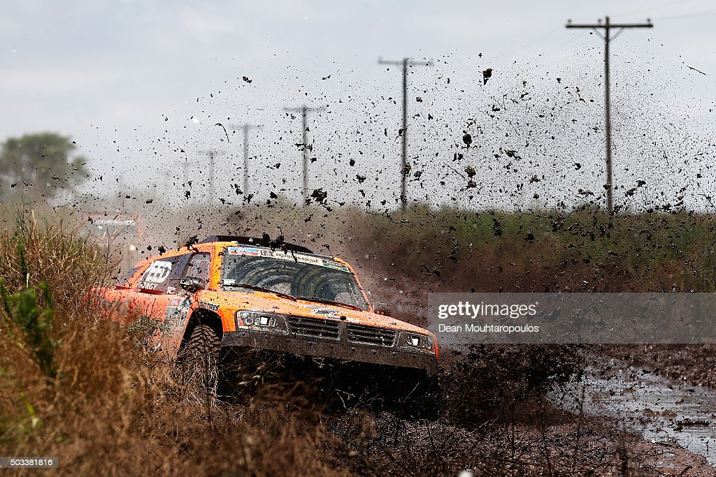 <a gi-track='captionPersonalityLinkClicked' href=/galleries/search?phrase=Robby+Gordon&family=editorial&specificpeople=165241 ng-click='$event.stopPropagation()'>Robby Gordon</a> of the United States of America and Kellon Walch of the United States of America in the GORDINI SC1 for TEAM SPEED ENERGY power through the mud as they compete between Villa Carlos Paz and Termas de Rio Hondo in the 2016 Dakar Rally on January 4, 2016 near Dean Funes, Argentina.