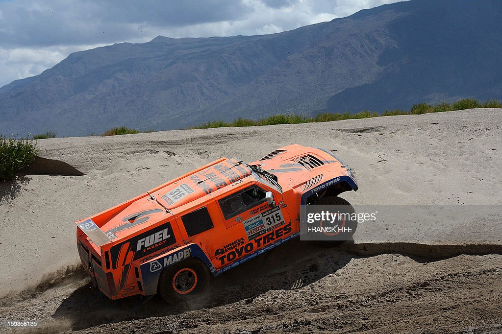US Robby Gordon steers his Hummer during Stage 8 of the Dakar Rally 2013 between Salta and Tucuman, Argentina, on January 12, 2013. The rally takes place in Peru, Argentina and Chile from January 5-20. AFP PHOTO / FRANCK FIFE