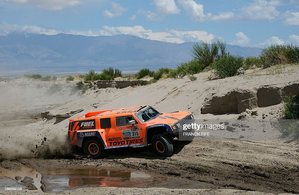 US Robby Gordon steers his Hummer during Stage 8 of the Dakar Rally 2013 between Salta and Tucuman, Argentina, on January 12, 2013. The rally takes place in Peru, Argentina and Chile from January 5-20.