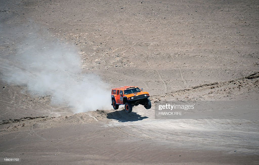 US Robby Gordon steers his Hummer during the Dakar 2013 Stage 6 between Arica and Calama, Chile, on January 10, 2013. The rally is taking place in Peru, Argentina and Chile from January 5 to 20.