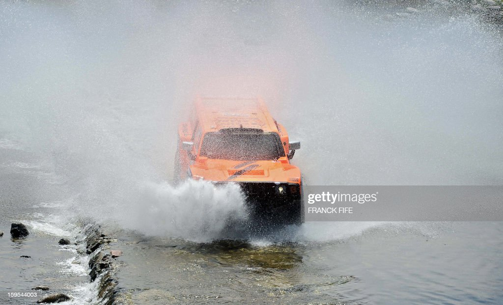 US Robby Gordon steers his Hummer during the Stage 10 of the Dakar 2013 between Cordoba and La Rioja, Argentina, on January 15, 2013. The rally takes place in Peru, Argentina and Chile between January 5 and 20.