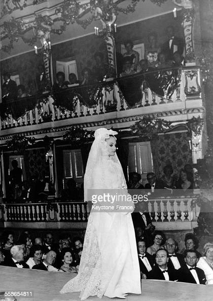 Robe de mariée dans un défilé de Christian Dior en Allemagne