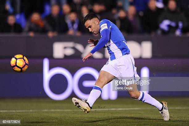 Rober Ibanez of CD Leganes has a shot at goal during the La Liga match between CD Leganes and CA Osasuna at Estadio Municipal de Butarque on November...