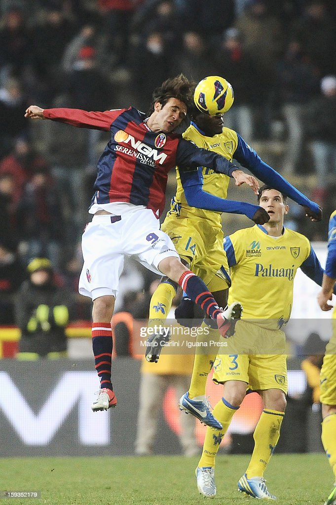 Robert Acquafresca # 9 of Bologna FC ( L ) heads the ball over Isaac Cofie # 14 of AC Chievo Verona ( R ) during the Serie A match between Bologna FC and AC Chievo Verona at Stadio Renato Dall'Ara on January 12, 2013 in Bologna, Italy.