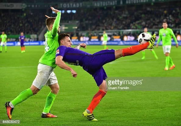 Robert Bauer of Bremen is challenged by Jakub Blaszczykowski of Wolfsburg during the Bundesliga match between VfL Wolfsburg and Werder Bremen at...