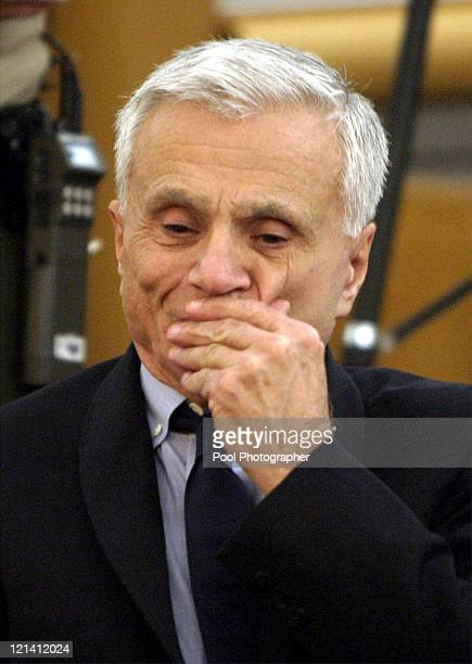 Robert Blake in Los Angeles County Superior Court in Van Nuys confers with his attorney Thomas Mesereau just before Judge Darlene Schempp dismissed...
