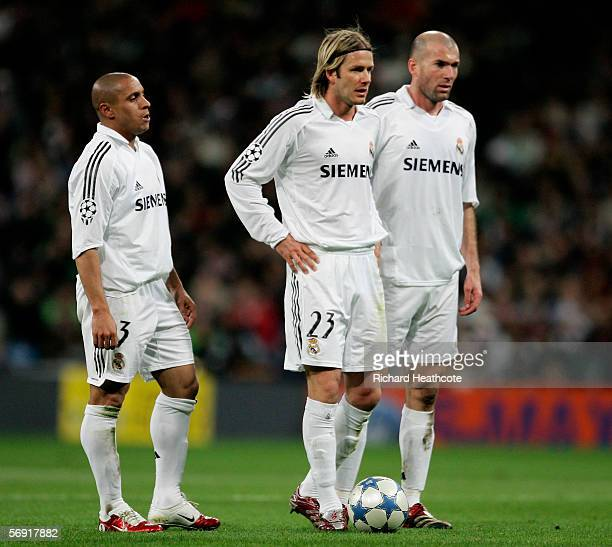 Robert Carlos David Beckham and Zinedine Zidane of Madrid wait to take a freekick during the UEFA Champions League Round of 16 First Leg match...