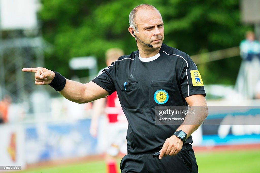Robert Daradic, referee in action during the Allsvenskan match between Falkenbergs FF andKalmar FF at Falkenbergs IP on May 29, 2016 in Falkenberg, Sweden.