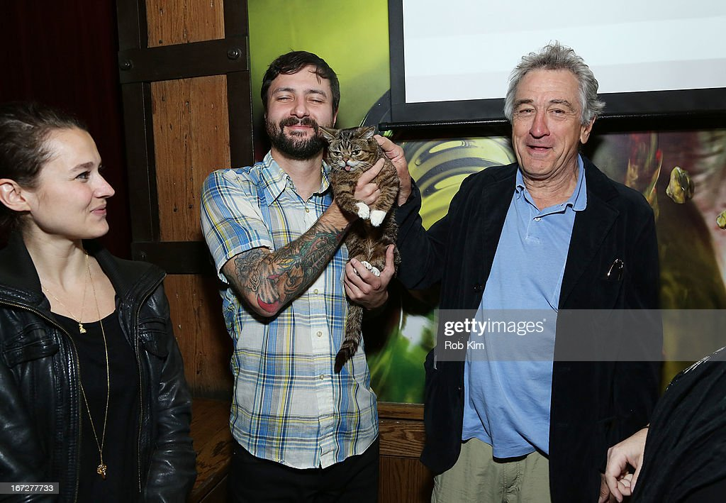 <a gi-track='captionPersonalityLinkClicked' href=/galleries/search?phrase=Robert+De+Niro&family=editorial&specificpeople=201673 ng-click='$event.stopPropagation()'>Robert De Niro</a> and cat Lil Bub attend the Directors Brunch during the 2013 Tribeca Film Festival on April 23, 2013 in New York City.