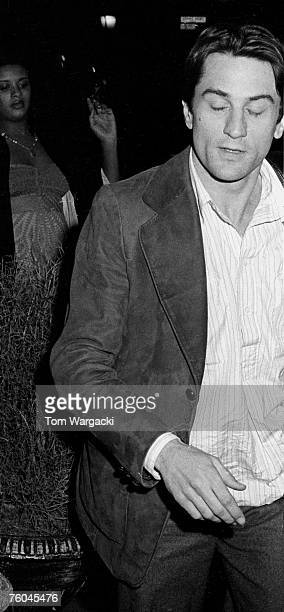 Robert De Niro arrives at the Sherry Netherland Hotel on May 5 1975 in New York City