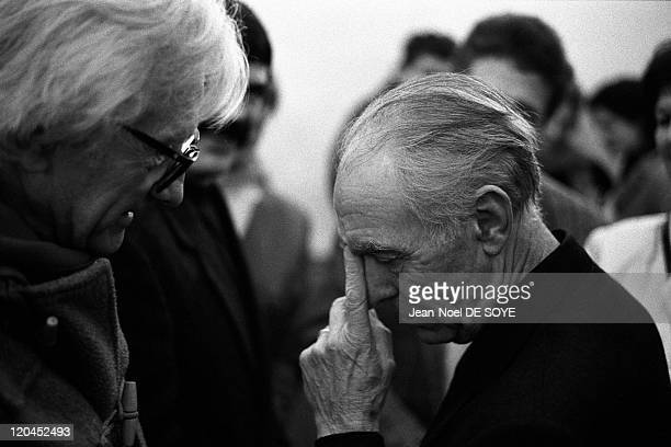 Robert Doisneau and Marc Riboud in Paris France in 1999 The photographers Robert Doisneau and Marc Ribound during a private view of Robert Doisneau's...