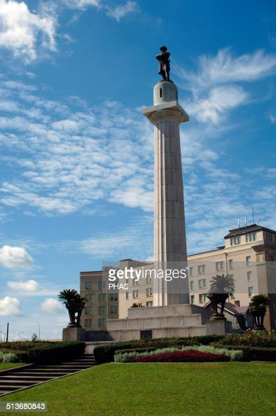 Robert E Lee American career military officer Commanded the Confederate Army of Northern Virginia Robert E Lee Monument Built in 1884 New Orleans...