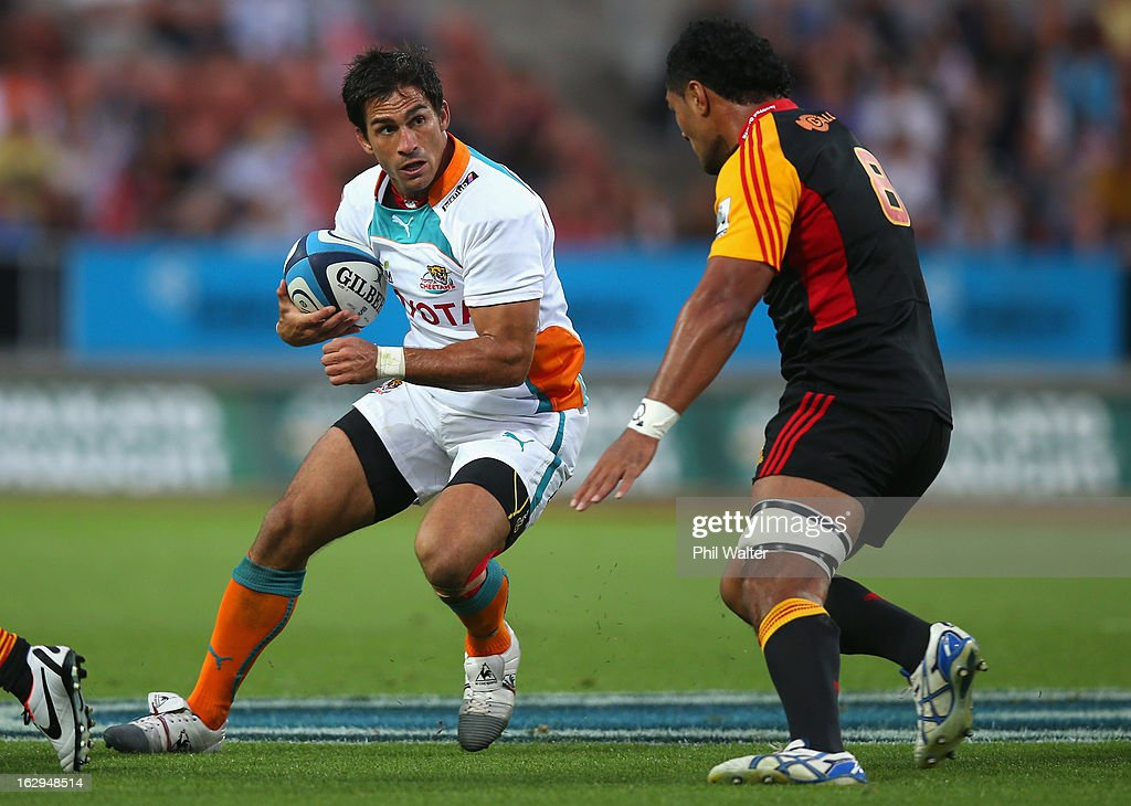 Robert Ebersohn of the Cheetahs looks for a way past Fritz Lee of the Chiefs during the round three Super Rugby match between the Chiefs and the Cheetahs at Waikato Stadium on March 2, 2013 in Hamilton, New Zealand.