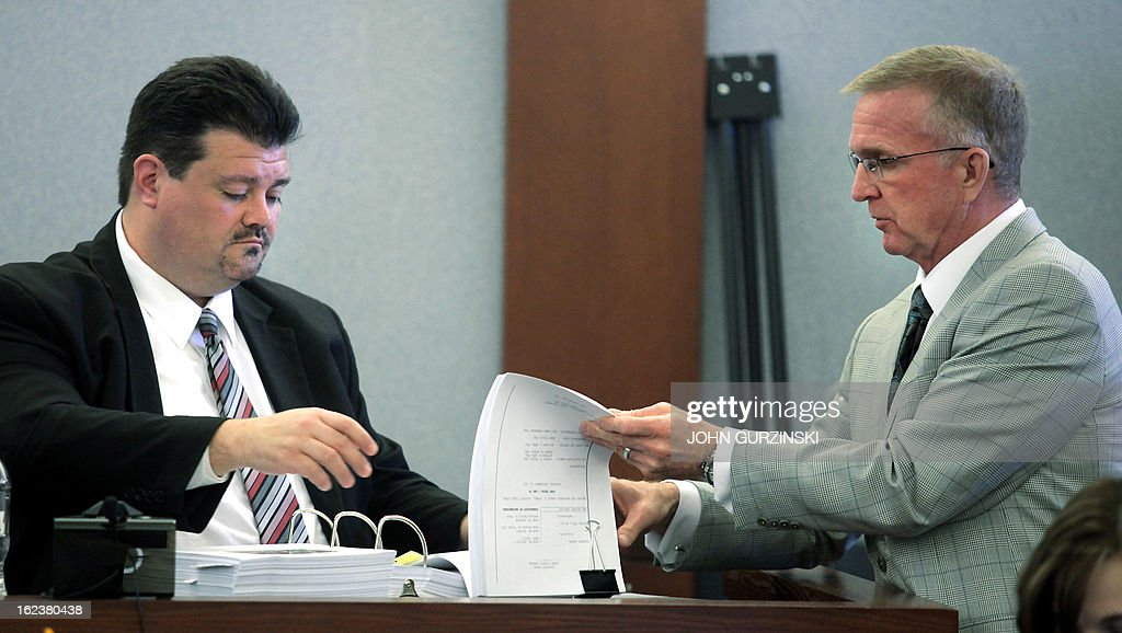 Robert Eglet (R), lead attorney for the plaintiffs, references a report with witness, Dr. Brian Labus (R), Chief Epidemiologist for the Southern Nevada Health District, during a trial against Health Plan of Nevada for the HMO's role in largest hepatitis C outbreak in US history, Friday February 22, 2013 in Las Vegas, Nevada. AFP PHOTO / John Gurzinski