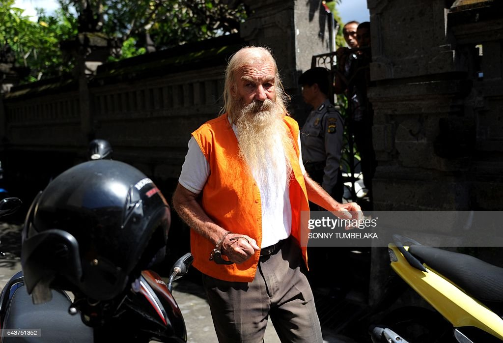 Robert Ellis of Australia arrives for his trial in Denpasar on the Indonesian resort island of Bali on June 30, 2016. Ellis was arrested on January 11, accused of child sex offences in Bali. / AFP / SONNY