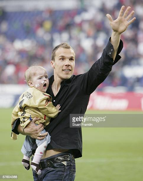 Robert Enke of Hanover 96 and his daughter wave to fans after the Bundesliga match between Hanover 96 and Bayer Leverkusen at the AWD Arena on May 13...