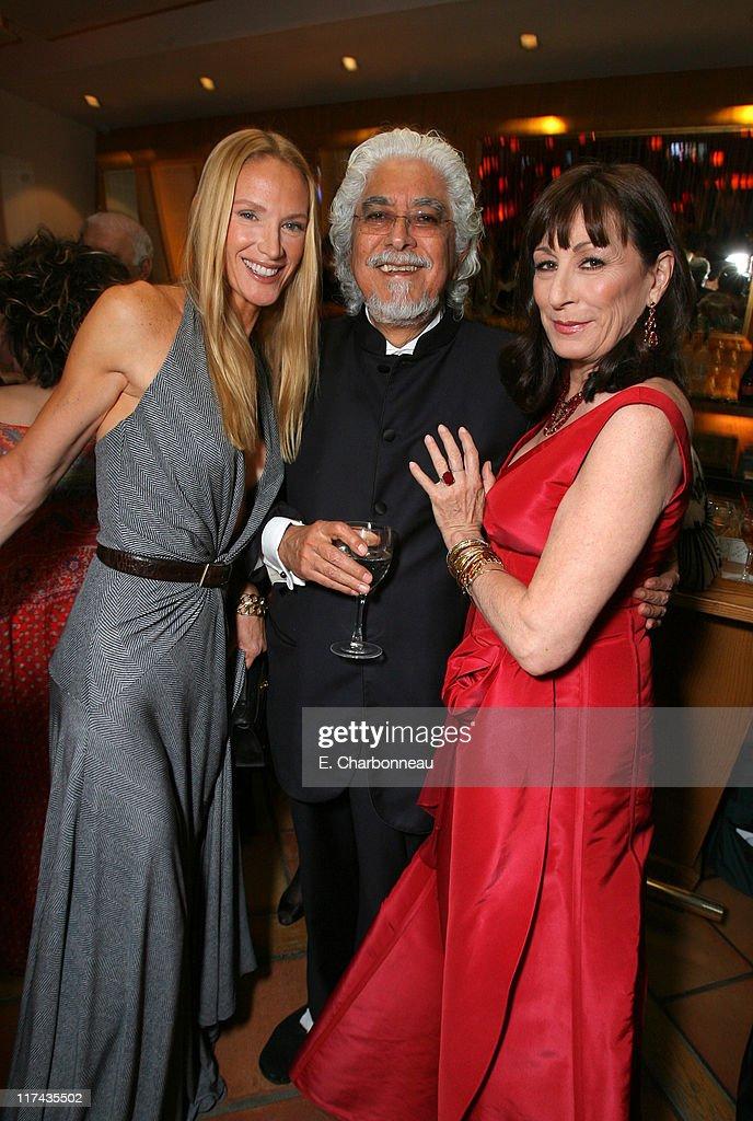 Robert Graham(center), Anjelica Huston (right) and guest
